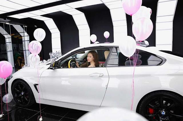 """Hot girl Thúy Vi khoe vòng 1 đầy gợi cảm bên xe 2 tỷ, đáp trả tin đồn """"gái ngành"""""""