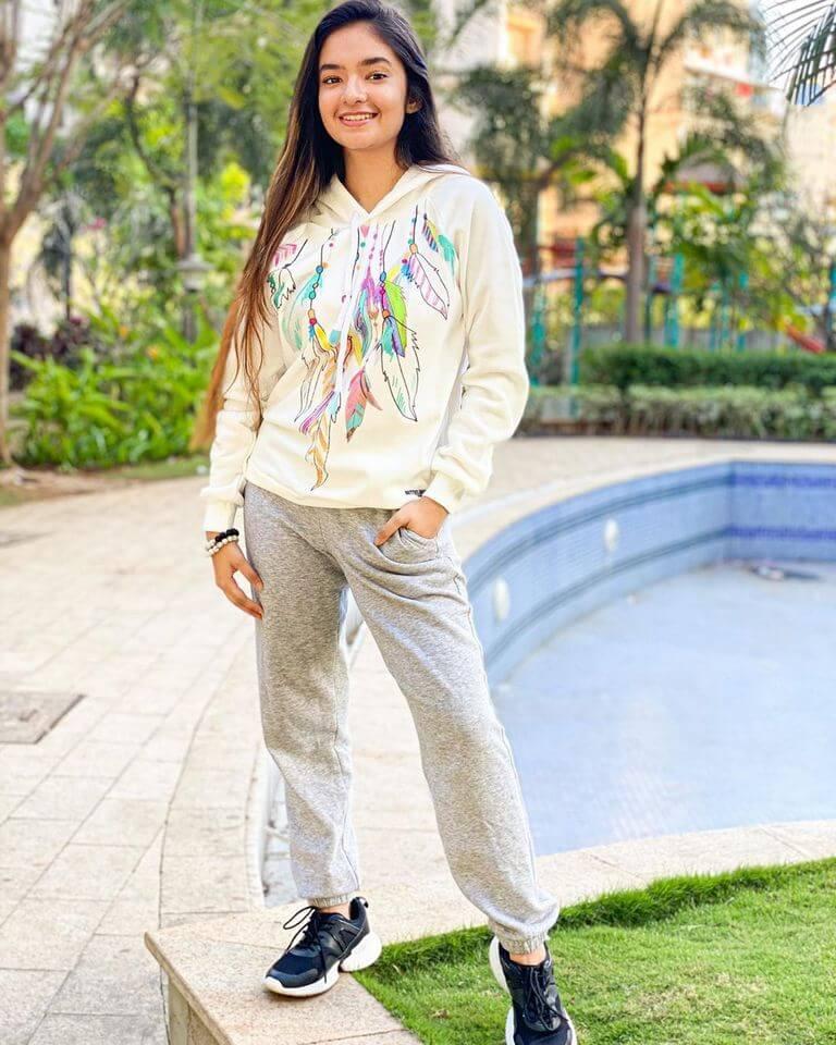 indian tv actress images of anushka sen.
