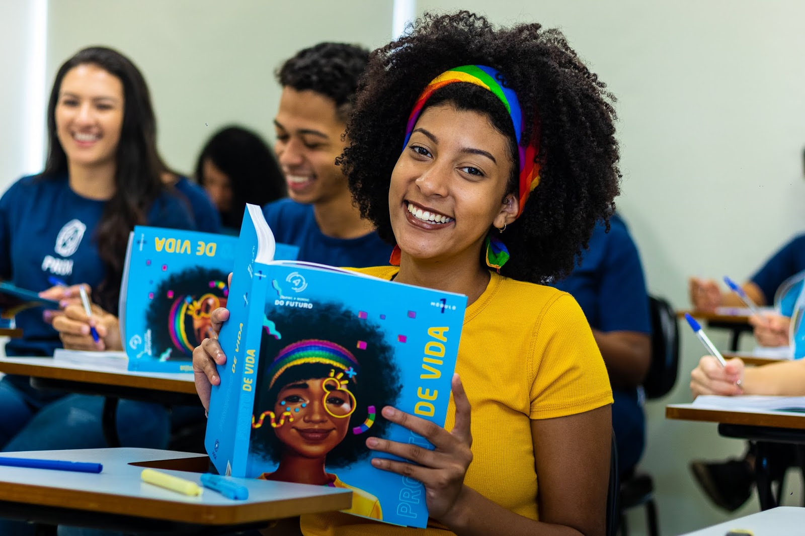 "Instituto PROA lança Sistema de Ensino ""Jovens a Bordo do Futuro"" que prepara jovens para os desafios da vida pós Ensino Médio"