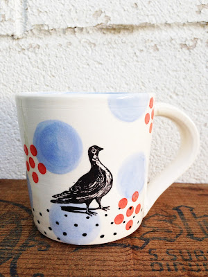 bird mug standing with dots