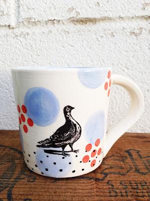 bird mug standing with dots