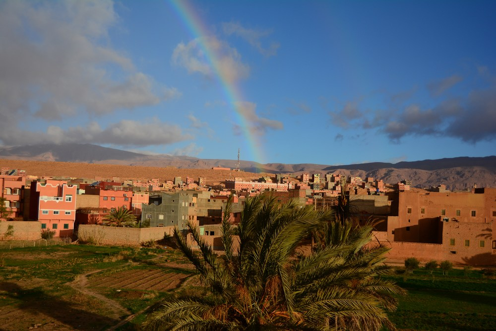 la ville de Tineghir marque la frontière entre plateau et haute montagne