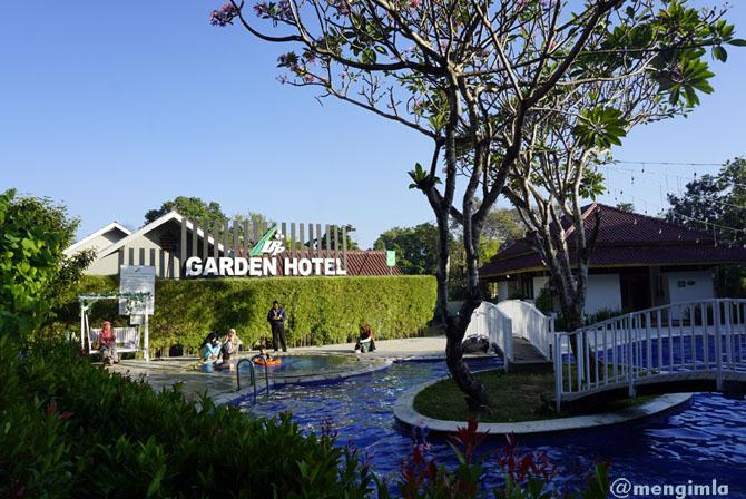 Kolam renang di OYO Garden Hotel Jogja