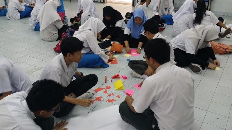 Anak-anak selesai menduduki peperiksaan awam