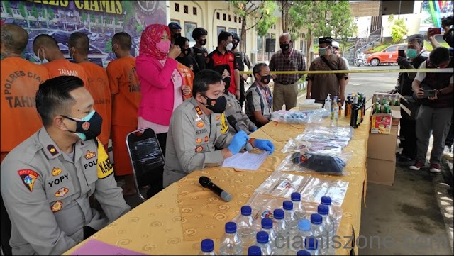 Awal Puasa, Polisi Amankan Ratusan Botol Miras