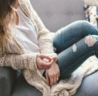 Adorable-new-style-white-cardigan-white-blouse-with-ripped-jeans-fashion-for-fall