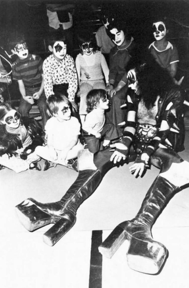 Men in Heels: Vintage Photos of Male Rock Stars Wearing