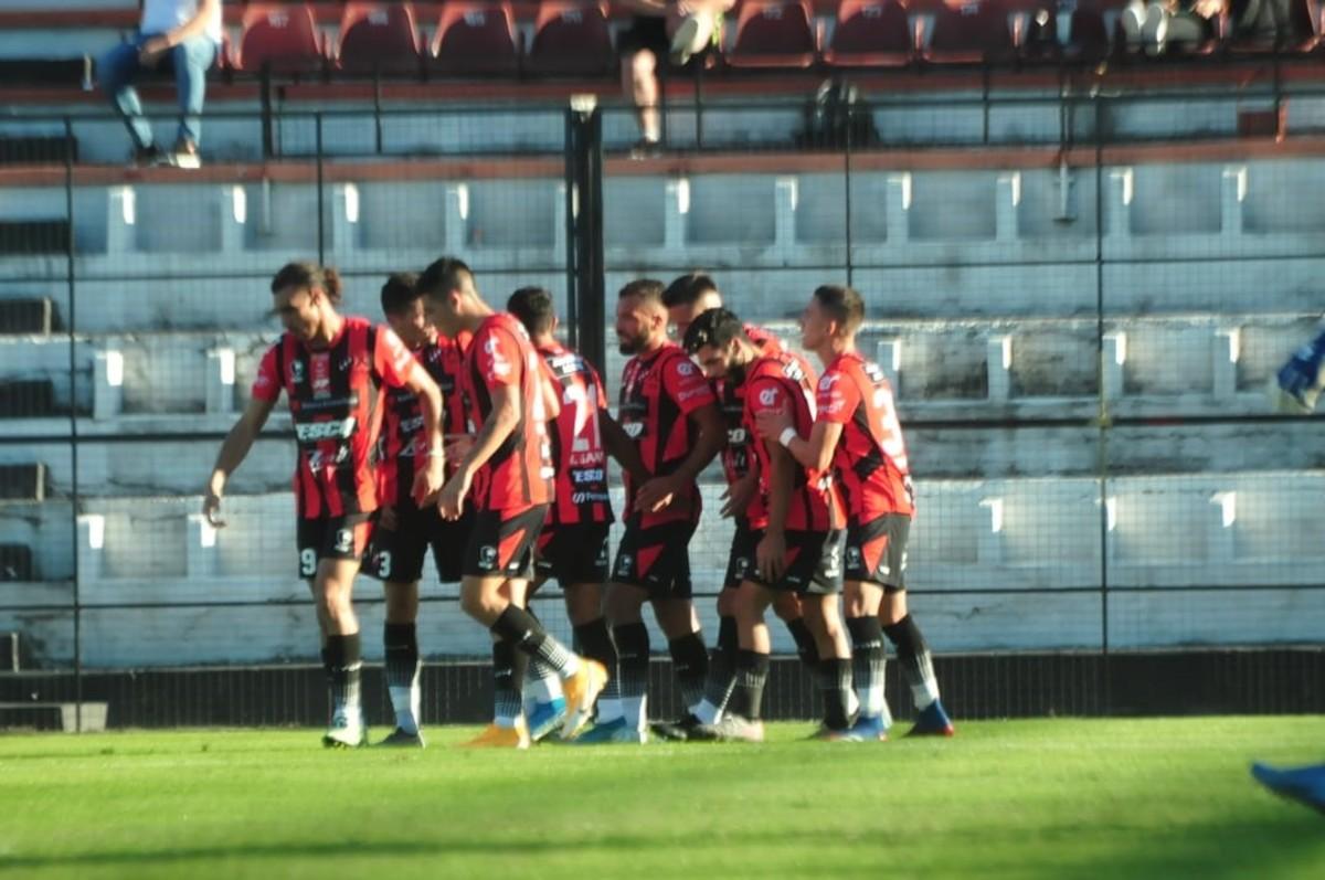 Patronato sigue en racha y goleó 4 a 1 a Gimnasia en Paraná