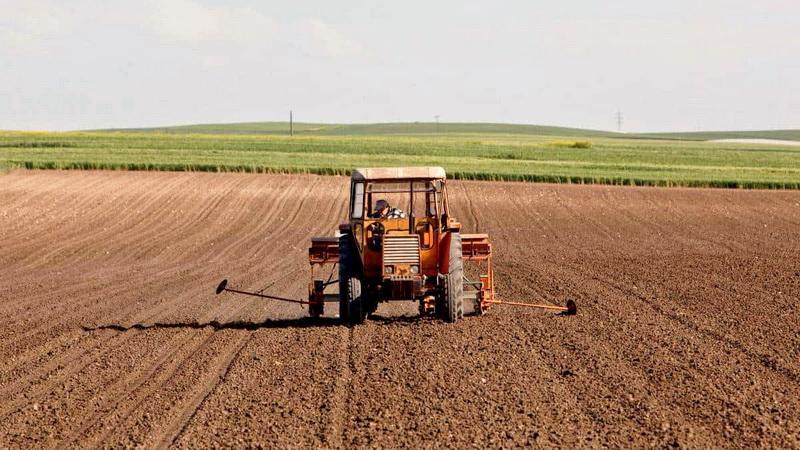 Πώς θα μετακινούνται αγρότες, κτηνοτρόφοι και εργάτες γης στη διάρκεια της απαγόρευσης