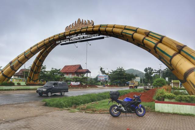 Gapura Bambu Selamat Datang ke kabupaten Pringsewu Lampung