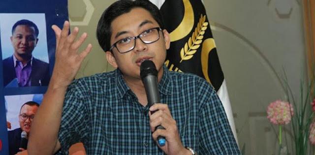 Jokowi Minta Kritik Pedas, PKS: Revisi UU ITE Dulu!