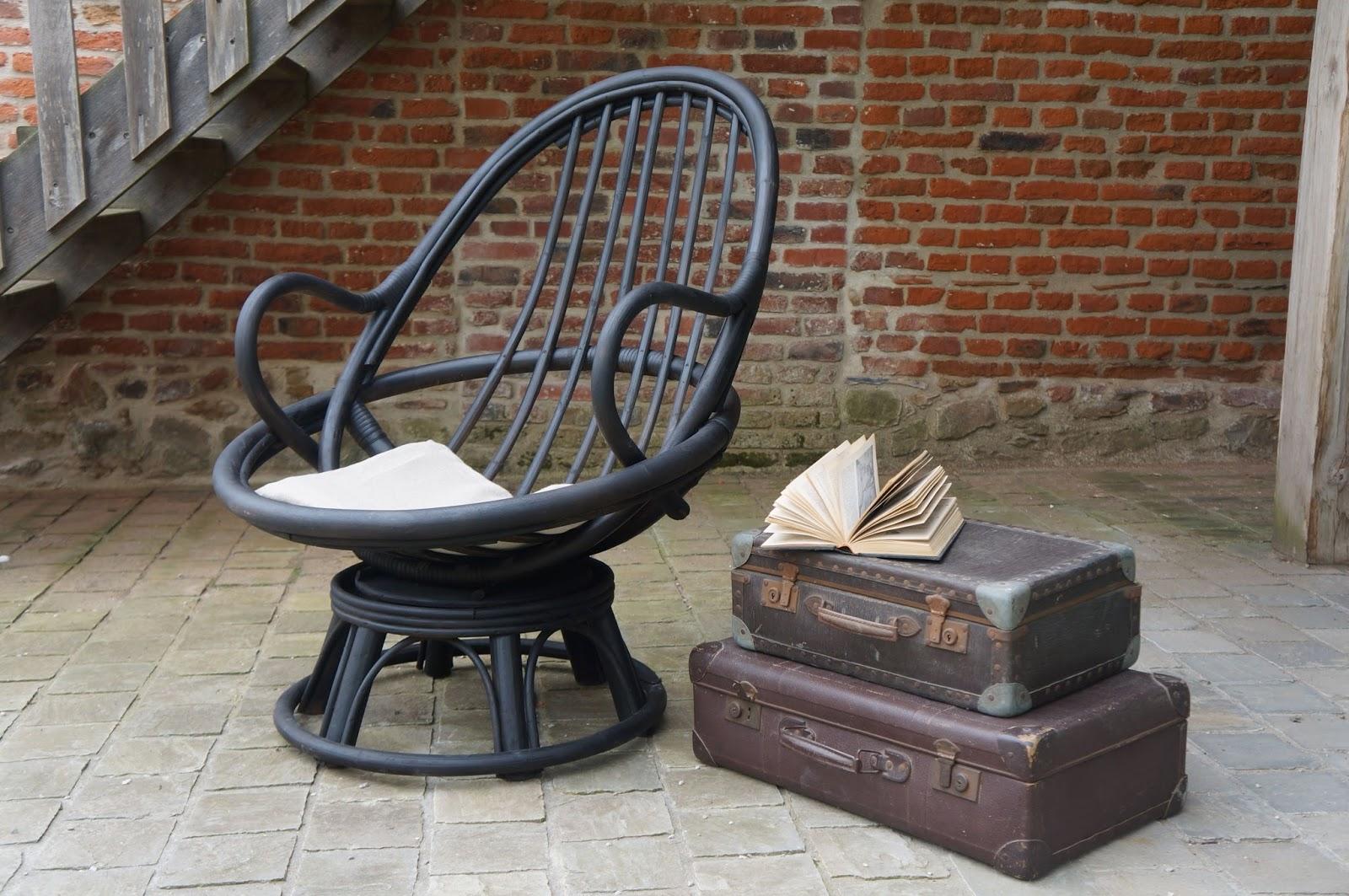 urlu et berlu fauteuil en rotin noir mat pivotant vente. Black Bedroom Furniture Sets. Home Design Ideas
