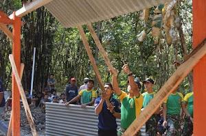 Gandeng ICN Peduli Ngawi, Prajurit Kostrad Berikan Kado Spesial Untuk Mbah Munandar