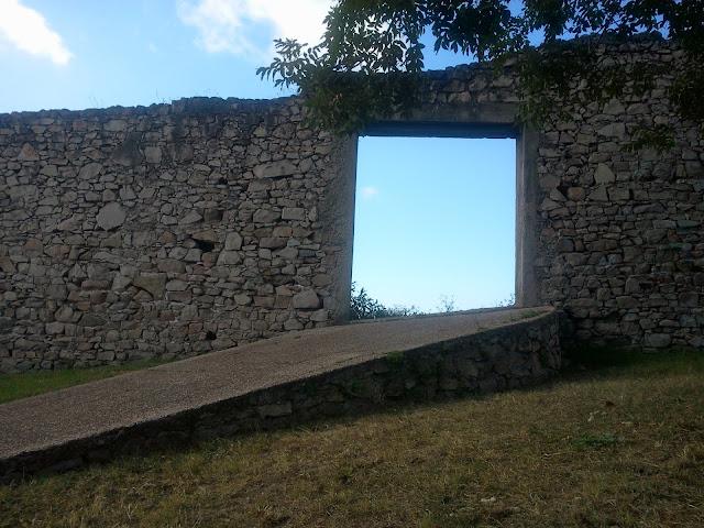 muralla con puerta