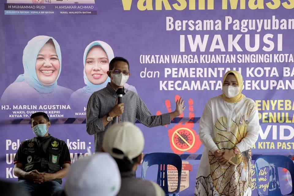 Pantau Pelaksanaan Vaksinasi di Sekupang, Amsakar : Vaksinasi Jadi Harapan di Tengah Naik Turunya Angka Covid-19