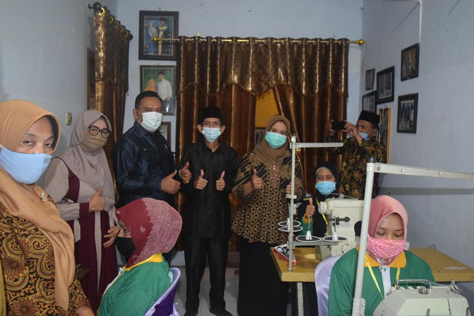 Baznas Lumajang Berikan Pelatihan Menjahit pada Warga Senduro