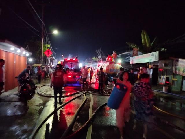 Bengkel Motor Meledak, Dua Bangunan dan Empat Kendaraan Terbakar - Samarinda