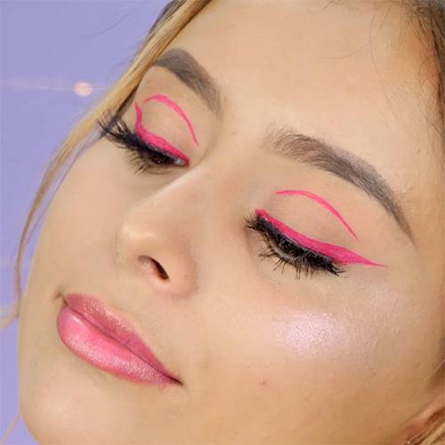 Tendencia de maquillaje 2021 eyeliner flotante