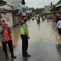 Antisipasi Kriminal Saat Banjir Kapolsek Pamanukan Kerahkan Anggotanya Berjaga Penuh Waktu