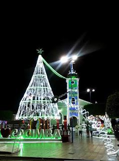 Em Cacimba de Dentro a praça da matriz ganhou iluminação natalina com modernas lambas