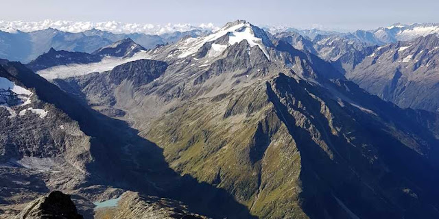 Detaching and uplifting, not bulldozing, formed Alps