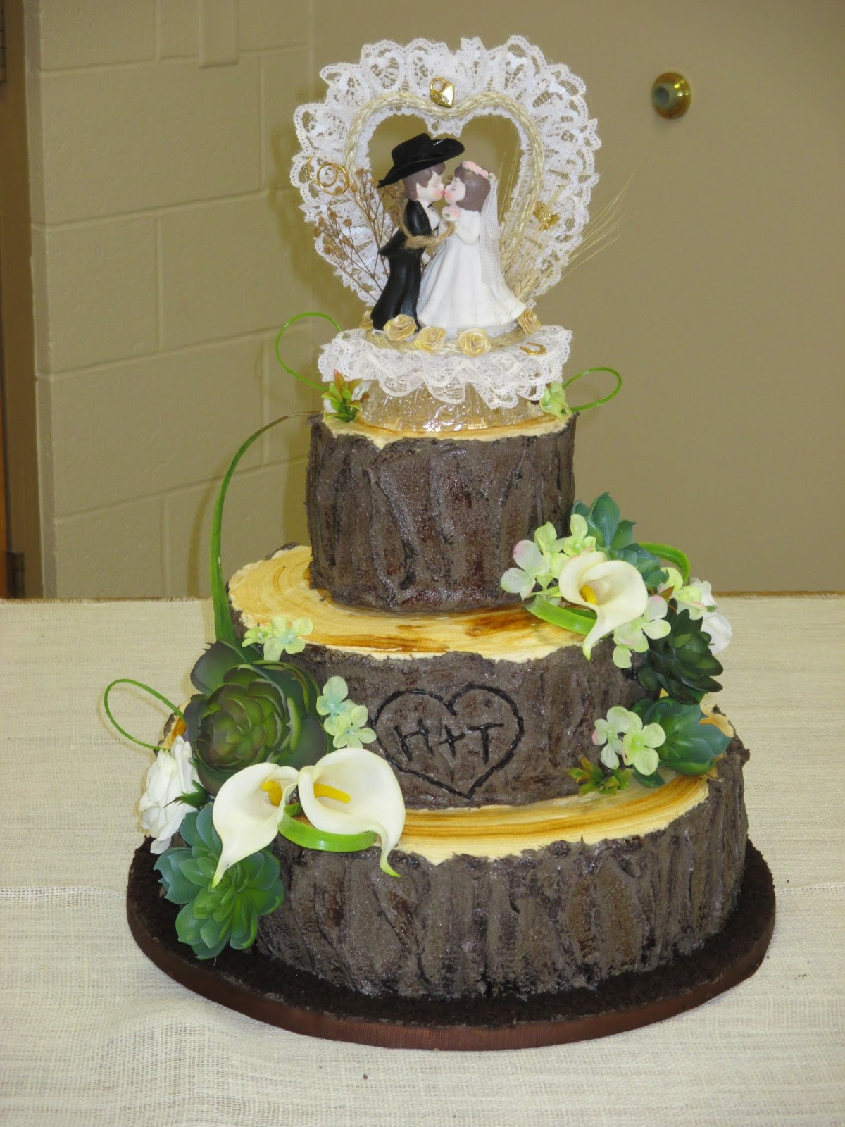 The Creative Home: Tree Stump Wedding Cake