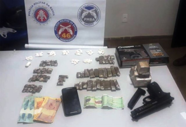 Chapada: Homem com mandado de prisão em aberto é preso com drogas