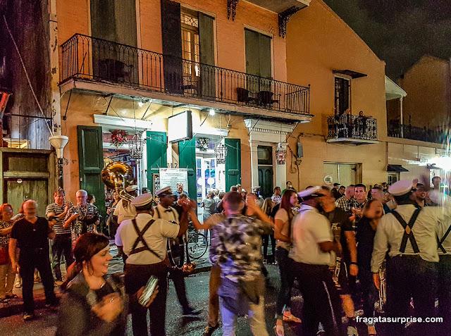 Banda de jazz tocando no French Quarter, Nova Orleans
