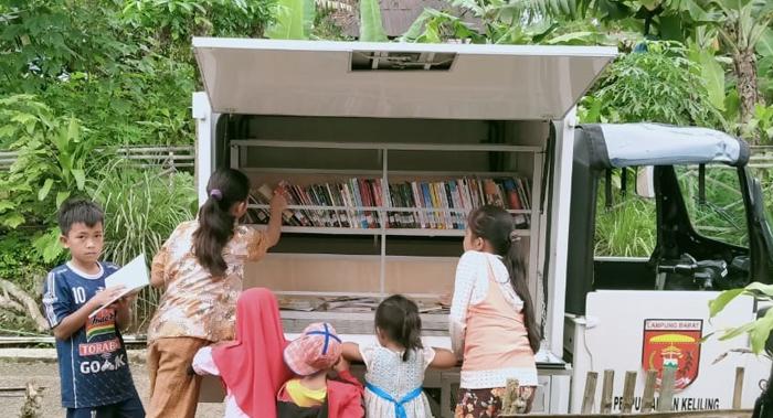 Dalam kurun waktu tiga tahun setelah Kabupaten Lambar dilaunching menjadi kabupaten literasi, kini Kabupaten Lambar dapat mewakili Provinsi Lampung dalam lomba Perpustakaan Pekon/Desa di tingkat Nasional.