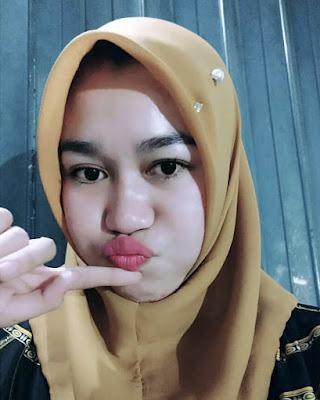 Cewek IGO Selfie Duck Face Bibir Monyong Cantik  bibir merah tebal