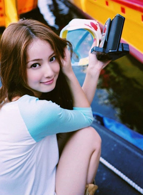 Foto Seksi Model Jepang Aira Mitsuki