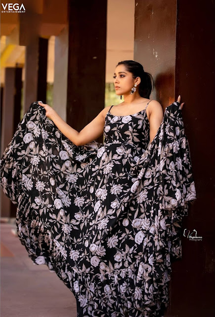 Rashmi Gautam Sexy Black Dress Photoshoot Stills Navel Queens