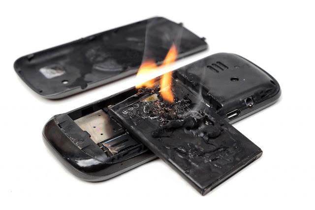 मोबाईल फोनच्या बॅटरी का फुगतात ? । तंत्रज्ञान ।। खासमराठी