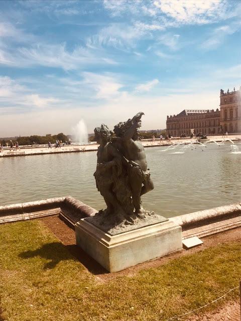 фонтаны-версальского-парка