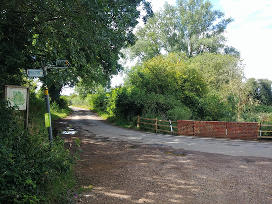 Turn right on the lane, Eastwick & Gilston footpath 8 mentioned below Photograph by Hertfordshire Walker released via Creative Commons