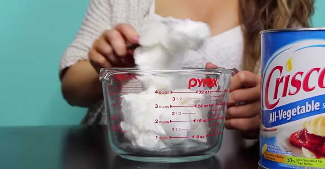 how to use hot wax in bed