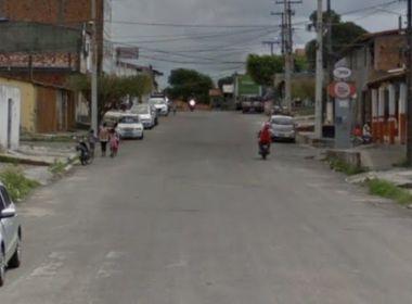 Policial militar fica nu na rua e efetua disparos em Feira de Santana