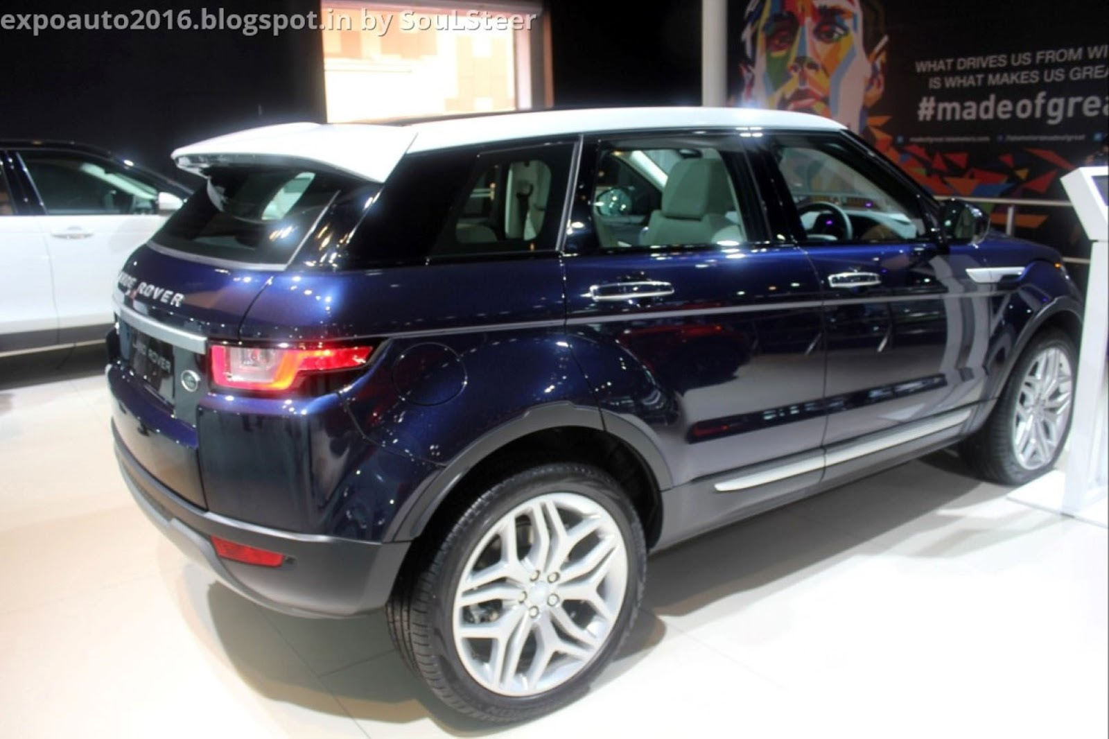 Auto Expo 2016 By Soulsteer Range Rover Evoque Compact Luxury Crossover Suv In Blue And Red