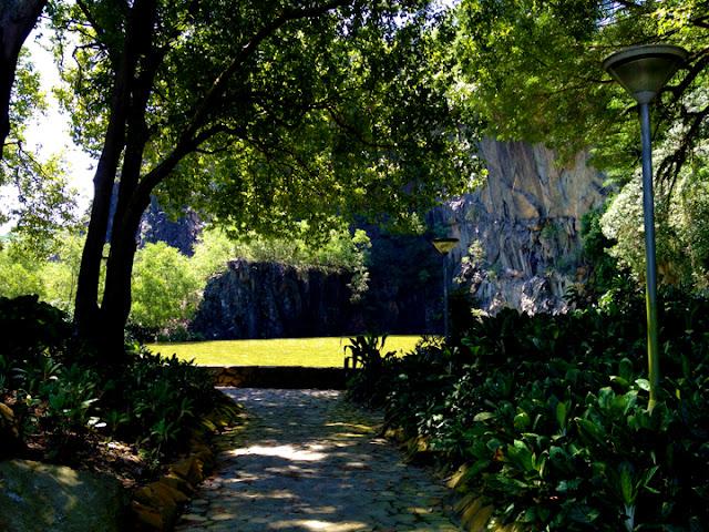 bowdywanders.com Singapore Travel Blog Philippines Photo :: Singapore :: Little Guilin in Bukit Batok