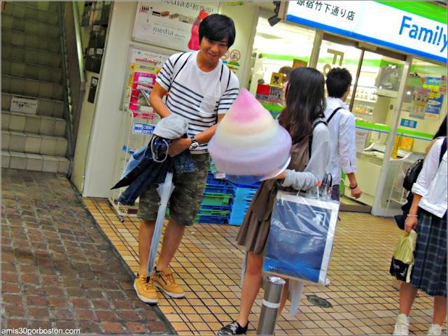 Algodón de Azúcar de Colores en Takeshita, Tokio