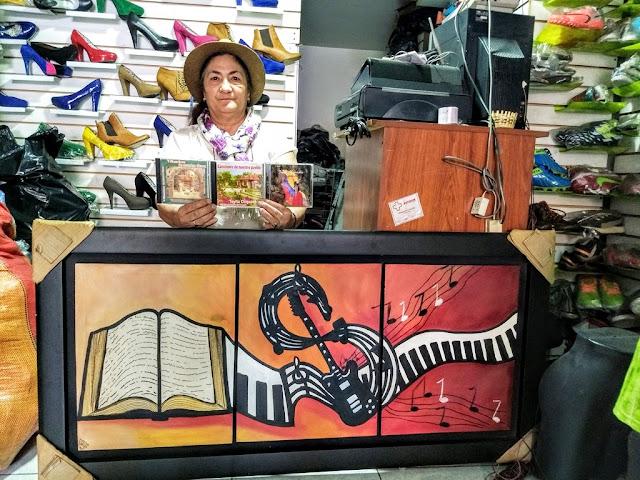 Toyita ha grabado tres álbumes de música campesina: le canta a su tierra, a la mujer, a las experiencias de la vida. Está preparando su cuarta producción. Foto: La Pluma & La Herida