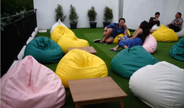 Throwback Cafe Bean Bag