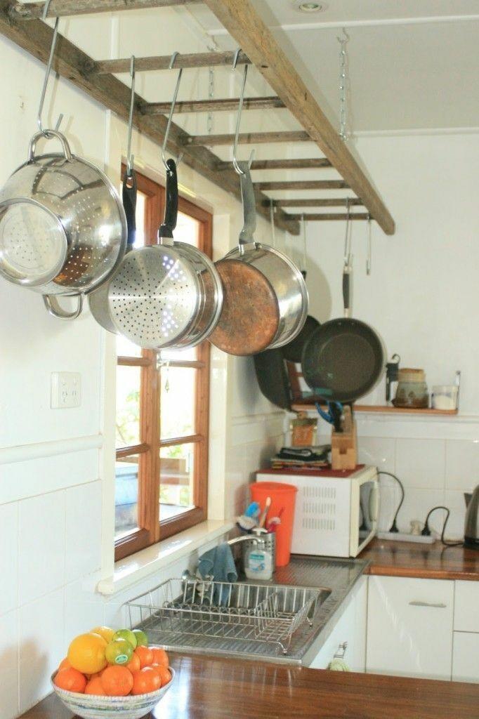Decoração de cozinhas com reciclagem panelas penduradas