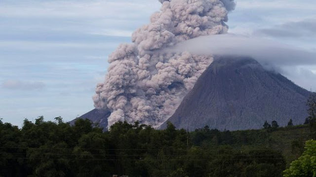 Sinabung status awas level IV