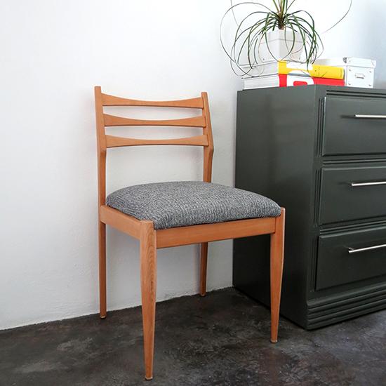 http://www.ohohdeco.com/2014/06/chair-redo.html