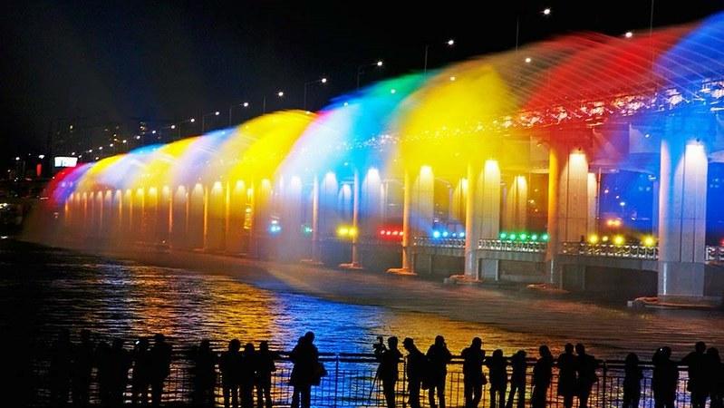 Banpo Bridge / Moonlight Rainbow Fountain / South Korea