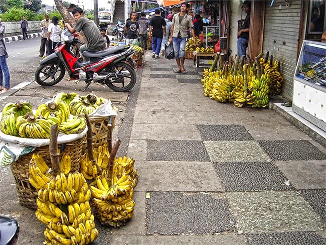 Venta de plátanos en Bogor