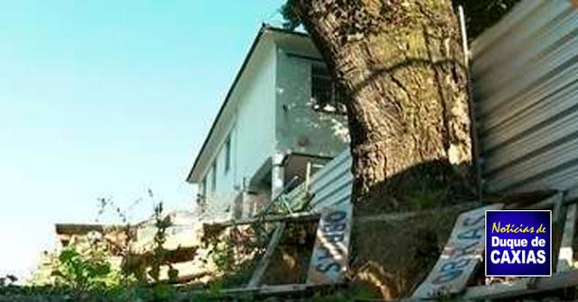 Mães de alunos denunciam abandono de escola tombada como patrimônio histórico em Caxias