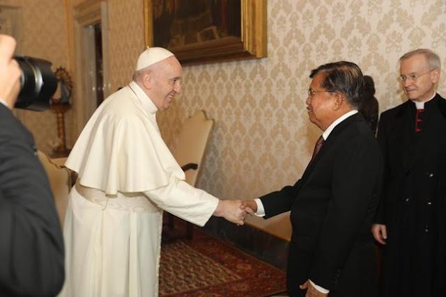 Jusuf Kalla Temui Paus Fransiskus Bahas Kemanusiaan dan Perdamaian