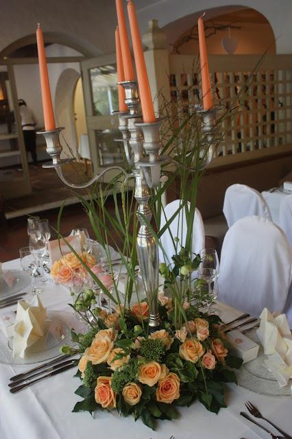 Tischdekoration mit Silberleuchtern Peach & Pastell, Pfirsich, Rosa und Pastell, Sommerhochzeit im Riessersee Hotel Garmisch-Partenkirchen, Bayern, Wedding in Bavaria, Germany, lake side summer wedding